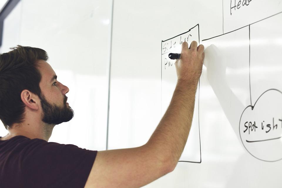 AGORA - Cum poți câștiga bani online: Patru idei de afaceri pentru tineri, cu investiții minime