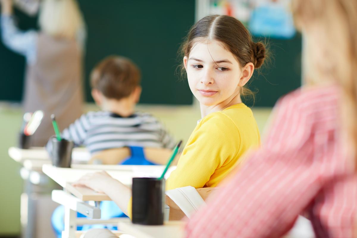 elevul câștigă note acasă de la profesor