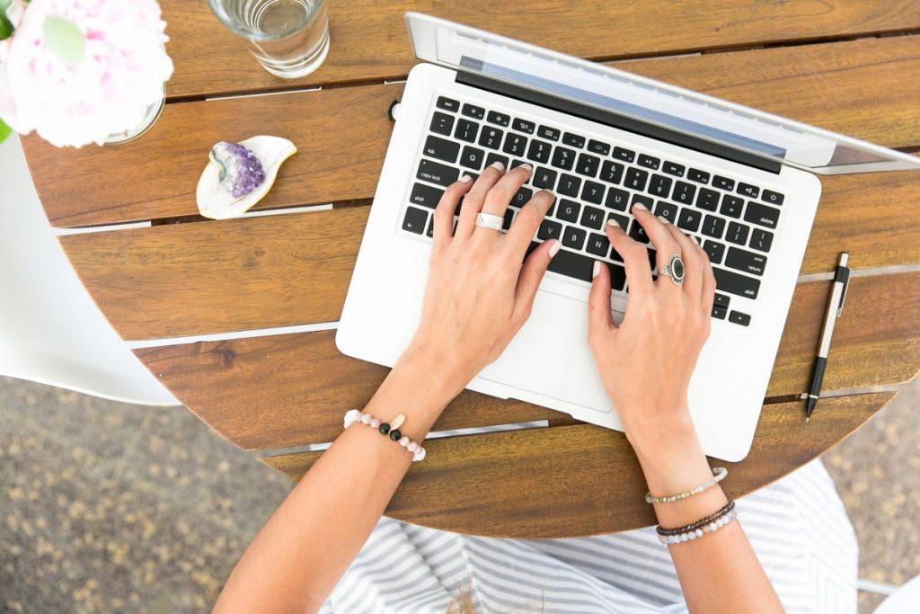dicționar de termeni pentru a câștiga bani pe monitorul de internet mod simplu și convenabil de a câștiga bani online