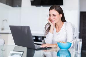 dicționar de termeni pentru a câștiga bani pe monitorul de internet înainte este diferit de opțiune