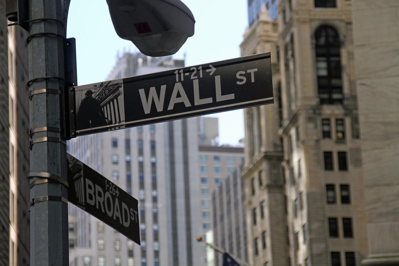 Dacă poți investi în bitcoin și obține bani instant? Prin